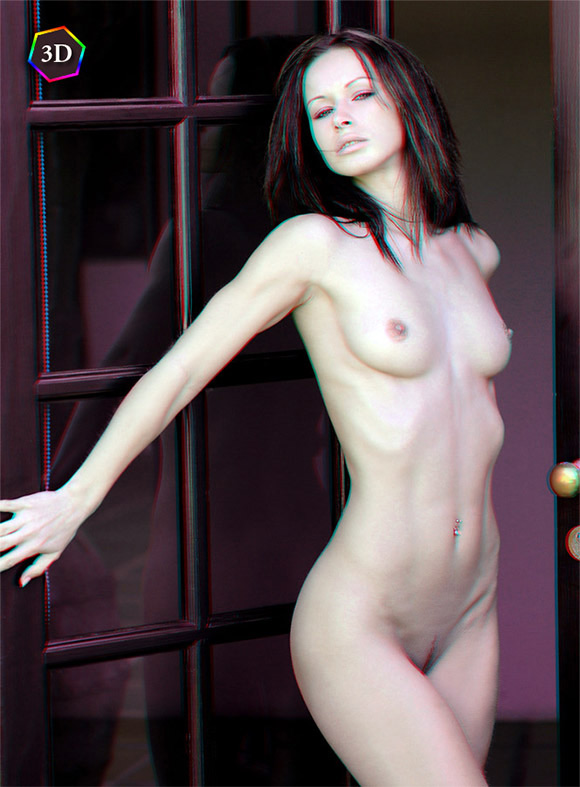girl-posing-naked-on-the-door-in-stereo-3d