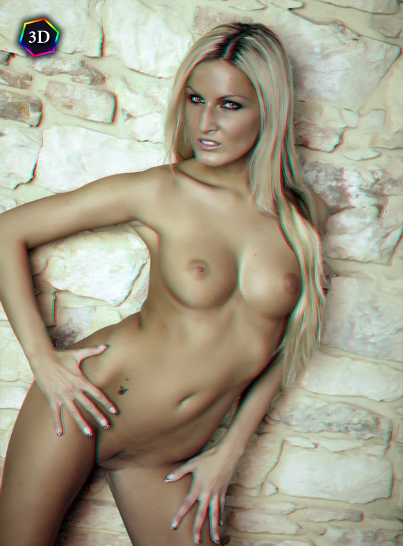 hot-and-sensual-blonde-naked-girl-in-stereo-3d
