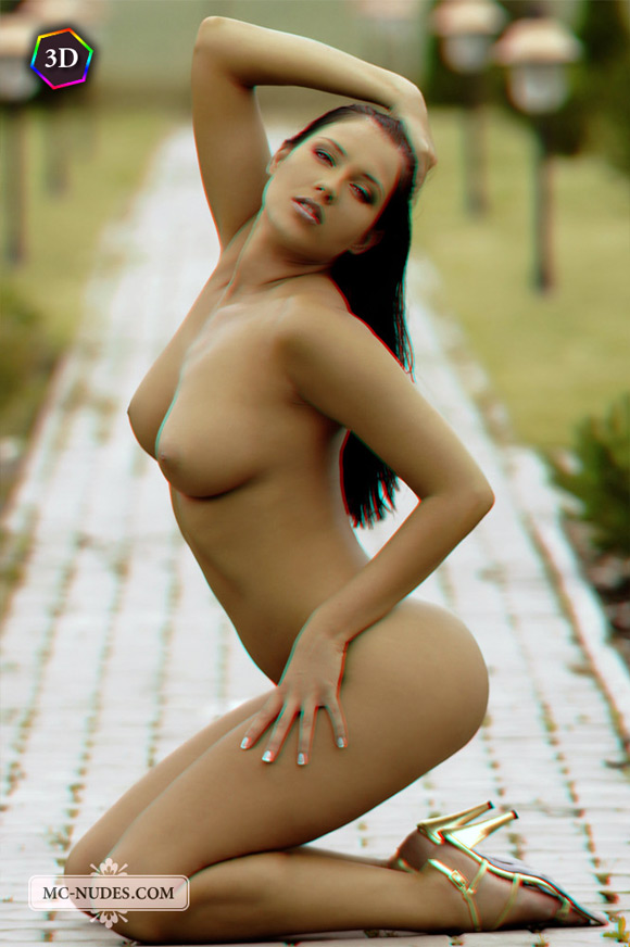 hot-naked-catwalk-in-a-garden-outdoors-in-stereo-3d