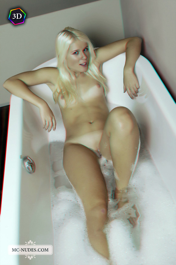 joyful-naked-blonde-taking-relaxing-bath-in-stereo-3d